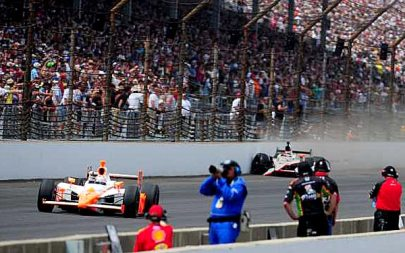 Dan Wheldon wins the Indy 500
