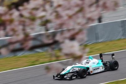 Richard Bradley F3 Japonesa TOM'S