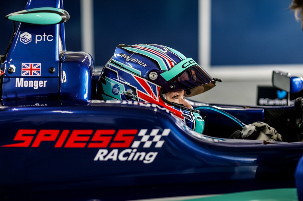 Foto de Billy Monger no carro